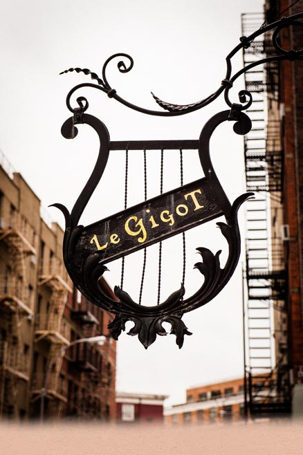 Photograph of the Le Gigot sign on the wall outside the building